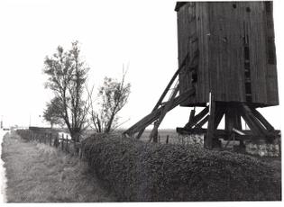 2560px-houten_windmolen_-_328824_-_onroerenderfgoed.jpg