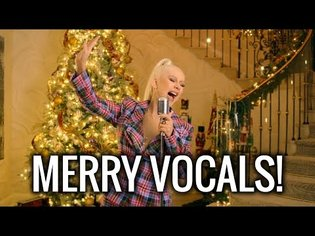 "Christina Aguilera Sings ""The Christmas Song"" For The First Time Since 20 Years!"