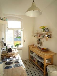 claves-para-incorporar-una-isla-en-tu-cocina-antigua-madera.jpg