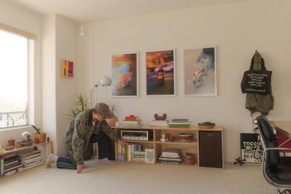 "POPEYE Magazine on Instagram: ""サンディエゴを拠点にアートプロジェクトに携わるエドウィンの部屋は、アートや名作家具とともに、ちょっとストリート感のあるものを混ぜたバランスが素敵。…"""