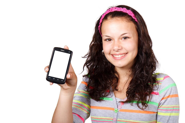 phone_girl.jpeg?width=1212-name=phone_girl.jpeg