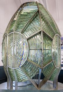 fresnel_lens_at_point_arena_lighthouse_museum.jpg
