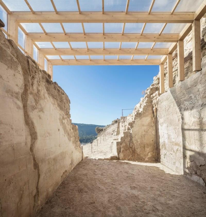 carles-enrich-adria-goula-landscape-adaptation-of-the-walled-enclosure-and-chapel-of-jorba-castle.jpg
