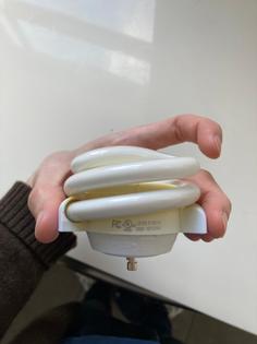 Low profile GU24 CFL