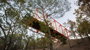 rogers-stirk-harbour-partners-cantilevers-the-richard-rogers-drawing-gallery-over-french-hillside-final-work_dezeen_2364_her...