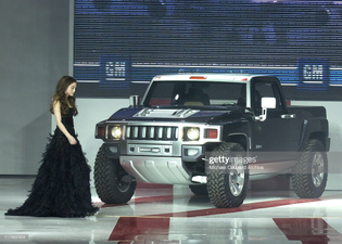 devon-aoki-with-the-hummer-h3t-concept-during-ten-gm-rocks-award-season-with-cars-stars-and-fashion.jpg