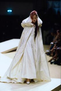 069-chanel-fall-1999-couture-details-cn10051389-devon-aoki.jpg