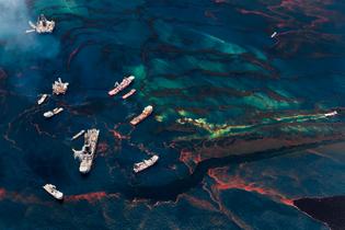5-catalogue_oil-spill-3.jpg