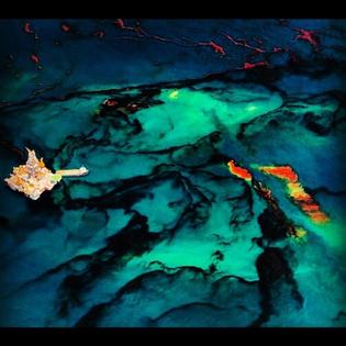 daniel-beltra-oil-spill-584x584.jpg