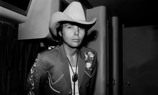 dwight-yoakam-suing-warner-music.jpg