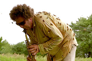 david_rothenberg_playing_cicadas_bug_music.jpg