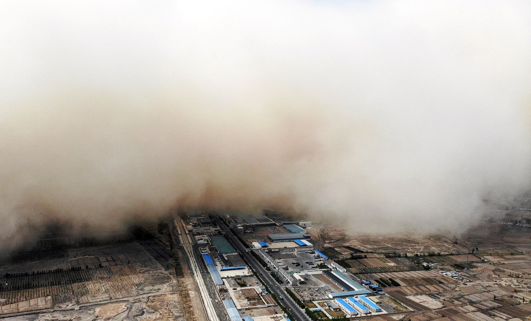 Sandstorm engulfs village in China's Gansu province