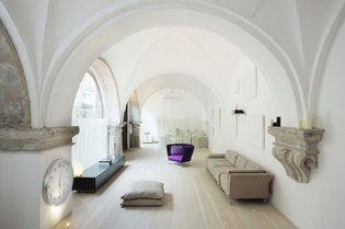 vaulted-cloisters-in-barcelona-that-date-back-to-the-1600s-were-converted-into-a-vaulted-residence-with-hand-carved-stone-fe...