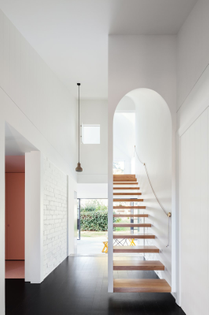 this-renovated-arts-and-craft-family-home-in-sydneys-leafy-north-shore-has-an-arched-main-entrance-at-the-front-of-the-house...