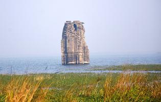 800px-telkupi_submerged_temple.jpg