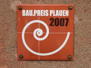 800px-baupreis_plauen_2007_plakette.jpg