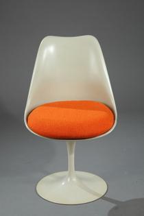 tulip-chair-by-eero-saarinen-for-knoll_0.jpg