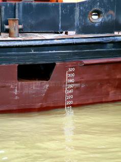 marca-do-navio-de-carga-linha-de-plimsoll-21526011.jpg
