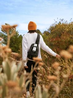 roam-lifestyle-outdoor-walk.jpg?strip=true-sw=1280-q=80