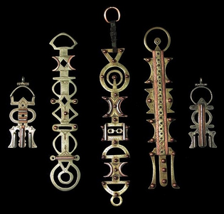 Jewelry-to-hold-cloak.jpeg