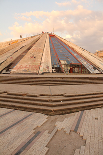 800px-enver_hoxha_mausoleum-_tirana-_july_2012-_2.jpg