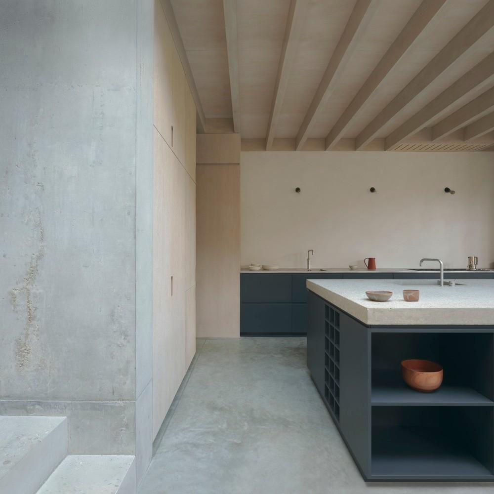 Concrete Plinth House, London (designed by DGN studio, 2020)