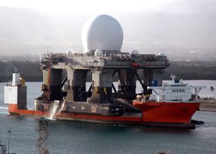 us_navy_060109-n-3019m-012_the_heavy_lift_vessel_mv_blue_marlin_enters_pearl_harbor-_hawaii_with_the_sea_based_x-band_radar_...
