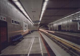 800px-platform_of_hasan_abad_metro_station.jpg