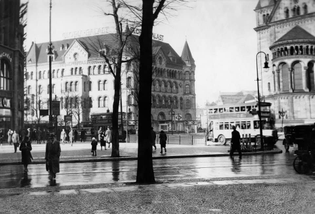 Breitscheidplatz with Gloria Palast, 1930