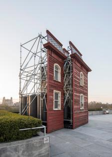 transitional-object-psychobarn-cornelia-parker-met-roof-garden-installation-new-york-usa_dezeen_936_25.jpg