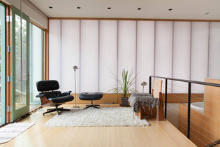 cheerful-backdrop-of-the-living-room-shaped-by-translucent-polycarbonate-panels-88008.jpg