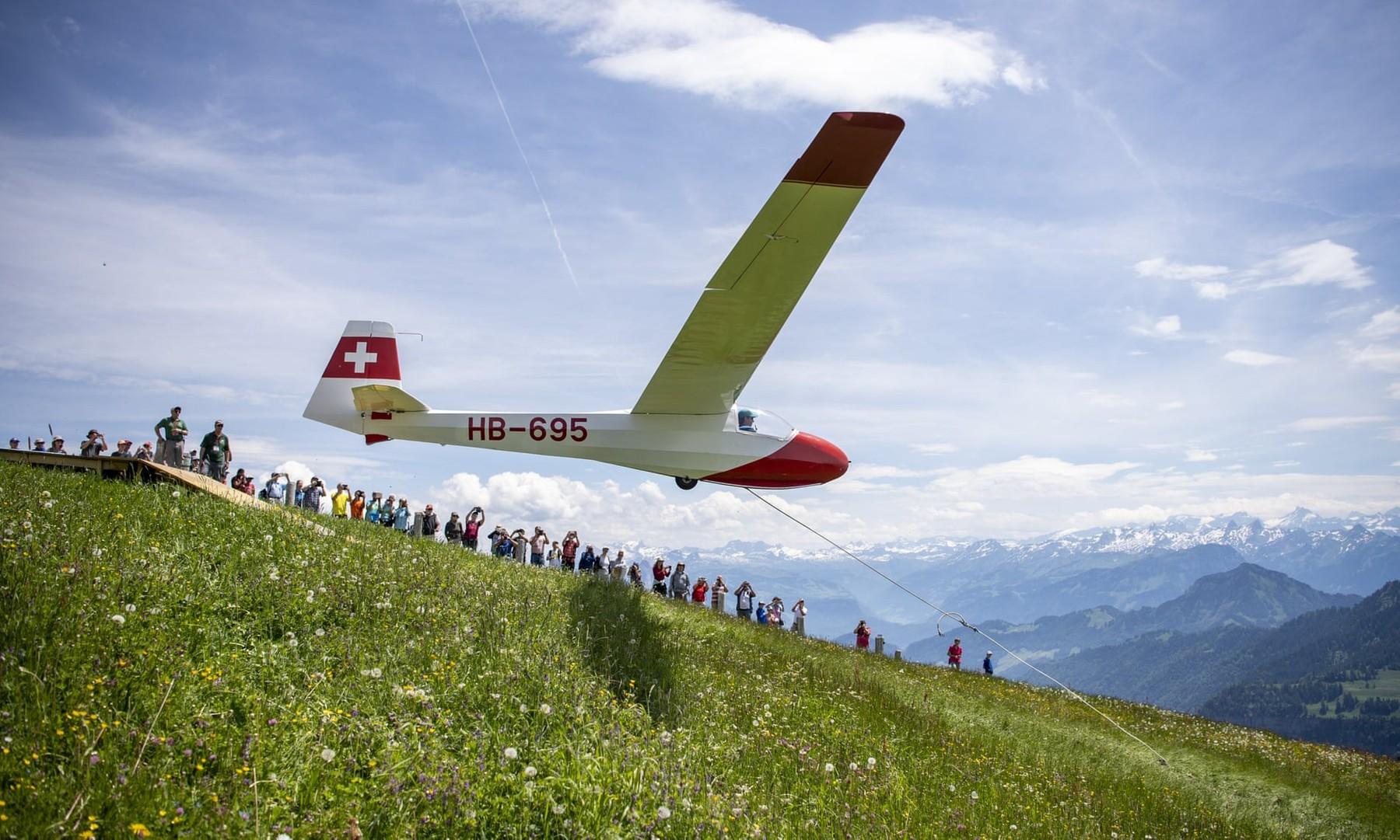 Sailplane launch above Lake Lucerne