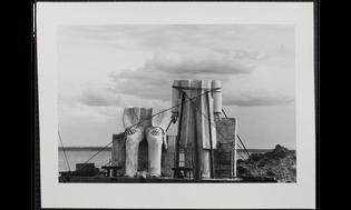 Sibylle Bergemann, Das Denkmal, Gummlin, Usedom, Mai 1984 (1988)