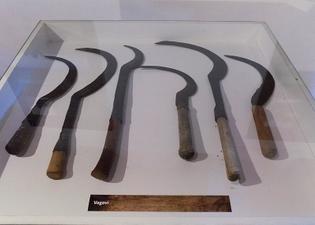800px-muzej_poljoprivrede_-_zemljoradnja_-_alat_-_srp.jpg