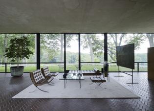 The-Glass-House-Philip-Johnson-New-Canaan-Connecticut-Matthew-Williams-Remodelista-0_0.jpg