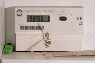 800px-electricity-meter_-_single_phase_watt_hour_meter.jpg