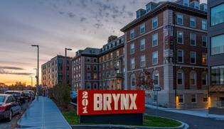 night-outside-the-brynx-201.jpg?crop=-0-0-300-173-cropxunits=300-cropyunits=173-quality=85