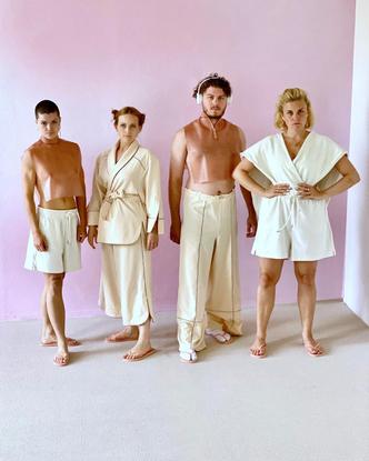 𝐂𝐇𝐑𝐈𝐒𝐓𝐈𝐀𝐍𝐄 𝐏𝐄𝐒𝐂𝐇𝐄𝐊 (@christiane_peschek) on Instagram