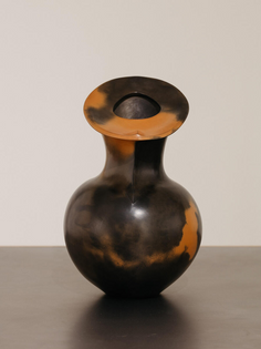 Magdalene Odundo, Untitled, 1984, burnished and carbonised terracotta, 32 × 20 cm. Courtesy: the artist and Maximillian William, London