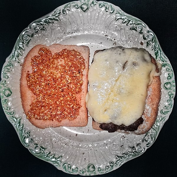 600px-cheeseburger_on_toasted_whole_wheat_bread_with_aged_cheddar-_french_mustard-_and_black_pepper_-_massachusetts.jpg
