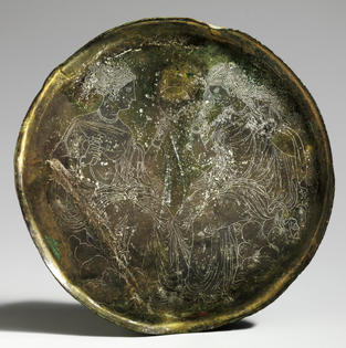 Cover of a mirror from Greece (c. 400 BCE, bronze, ± 17cm diameter)