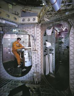 man_in_space_0158.jp2-id=retro_future_man_in_space-scale=2-rotate=0