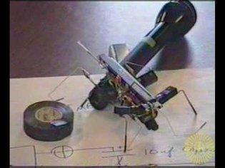 Mark Tilden explaining Walkman (VBug1.5) at the 1995 BEAM Robot Games