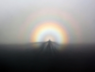 solar_glory_and_spectre_of_the_brocken_from_ggb_on_07-05-2011.jpg