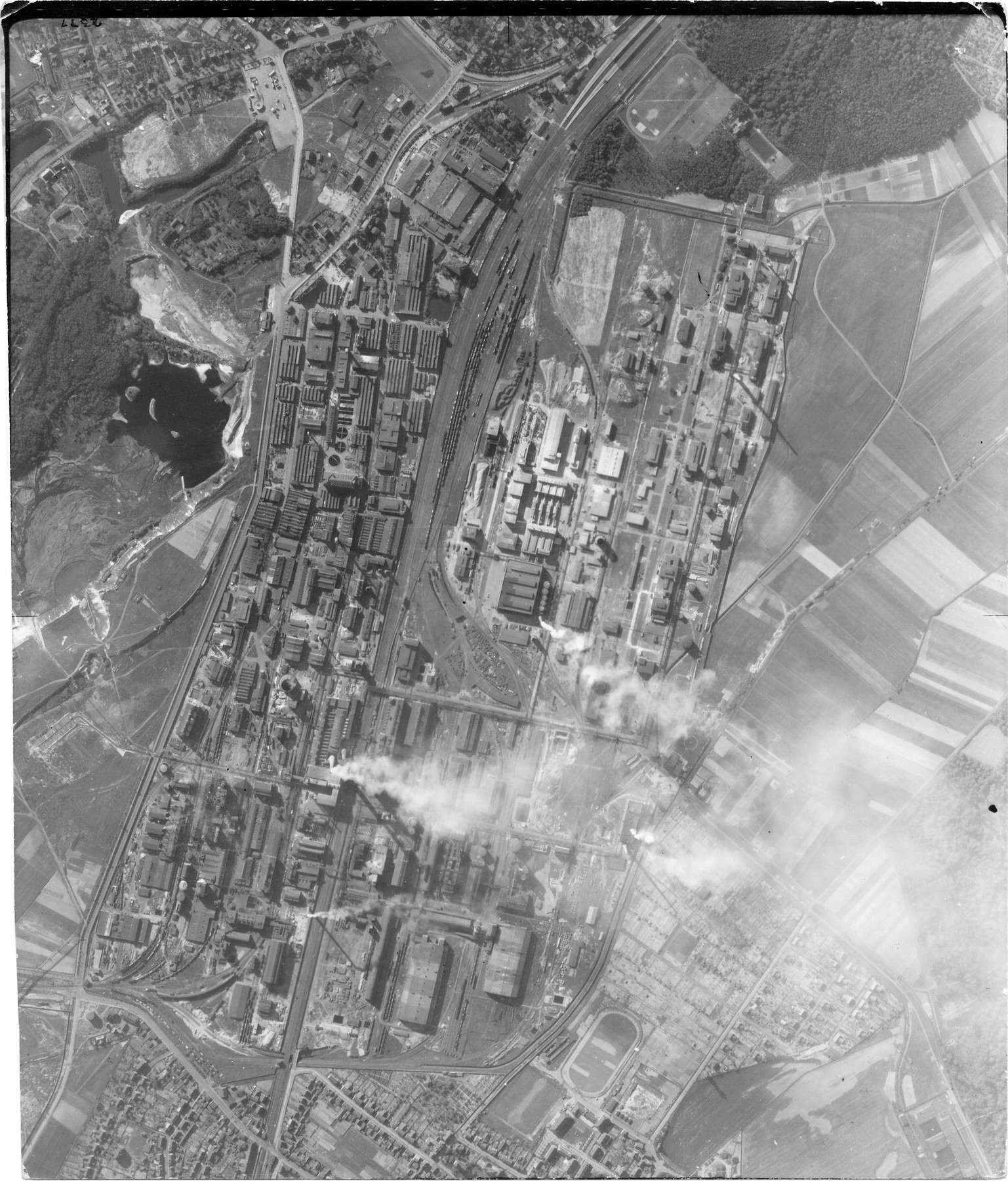 usaaaf-7pg22fs-aerial-recon-photo-to-bitterfeld-5-germany-may-30-1944-01.jpg