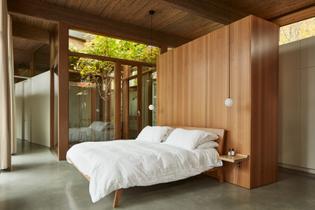 lac-brome-residence-atelier-pierre-thibault-architecture_dezeen_2364_col_3-852x568.jpg