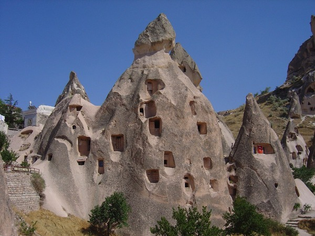 Fairy-chimney-houses-in-Cappadocia-Turkey_Home-in-Cappadocia_652.jpg