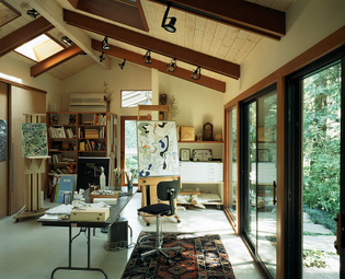 Art-studio-and-home-office-connected-with-the-outdoors-through-glass-doors.jpg