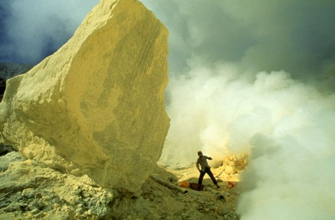 sulphur boulder.jpg