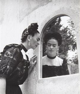 lola-alvarez-bravo-frida-looking-in-mirror-close-up.jpg